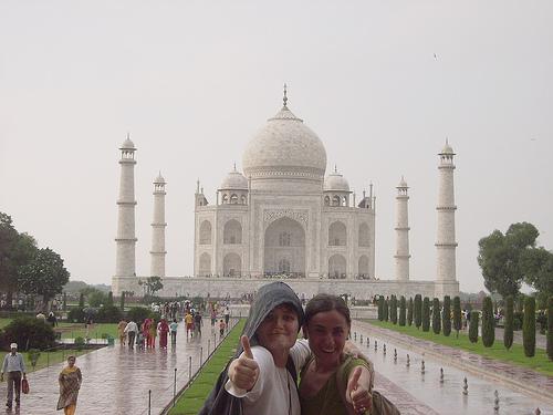 Pipitichao y la Furby bajo el agua y frente al Taj