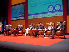 Mesa redonda sobre investigación en TIC para el desarrollo