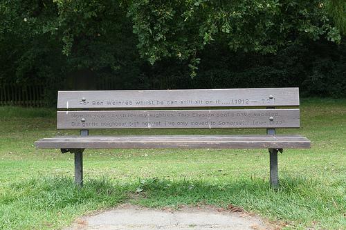 Los bancos del parque Hampstead Heath de Londres