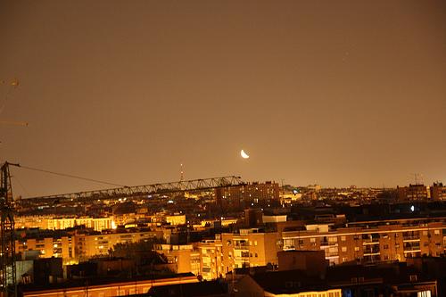 Tocaría esa luna desde esa grúa