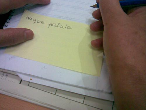 Escribiendo notas y tecleando como fieras