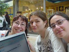 El grupo wifi comprando los billetes a Calcuta