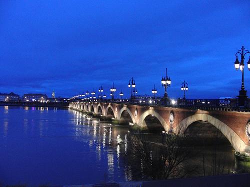El río Garona a su paso por Burdeos