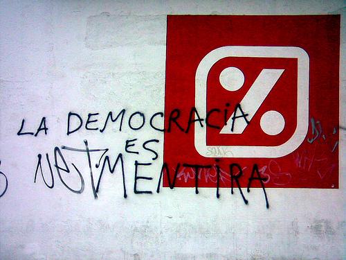 Tres graffitis y un atardecer