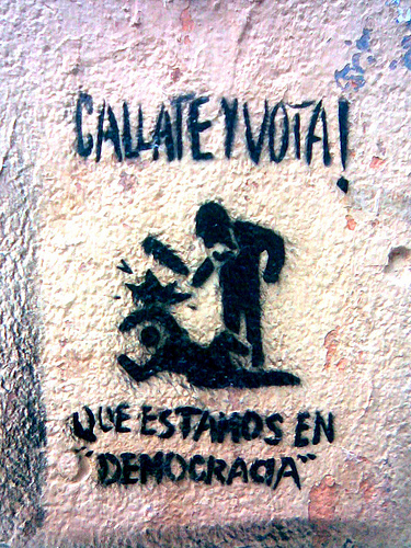 ¡Cállate y vota!