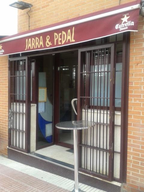"""Bar """"Jarra y pedal"""" de Tetuán"""