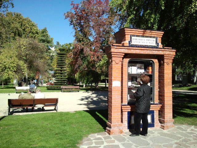 Biblioteca popular al aire libre de El Retiro