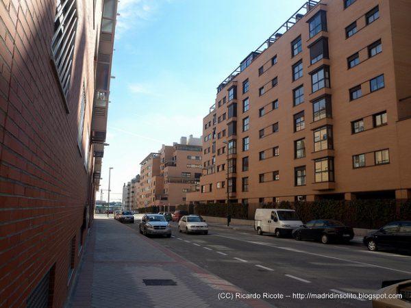 edificios muy parecidos con muchos pisos