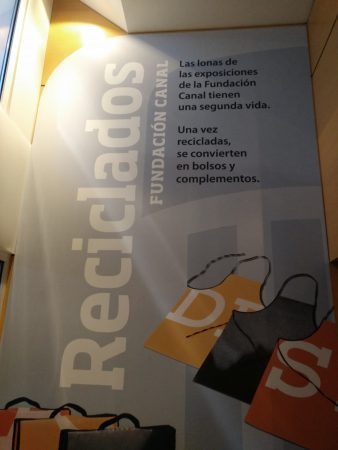 reciclaje de lonas de exposiciones de fundación canal