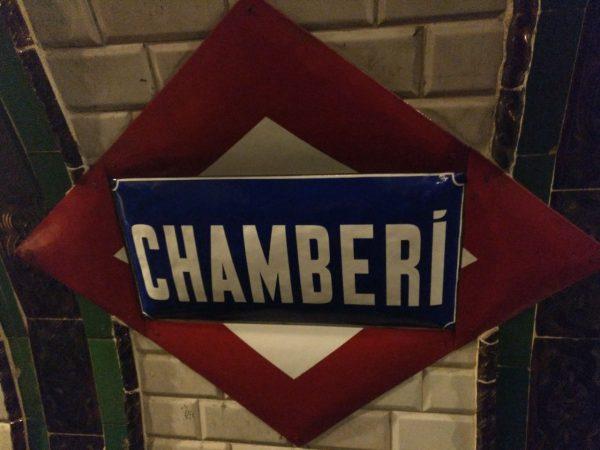 antigua señal de la parada de chamberí en la exposición andén 0 del metro de madrid