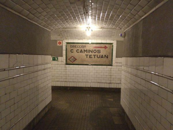 antigua señal en la exposición andén 0 del metro de madrid