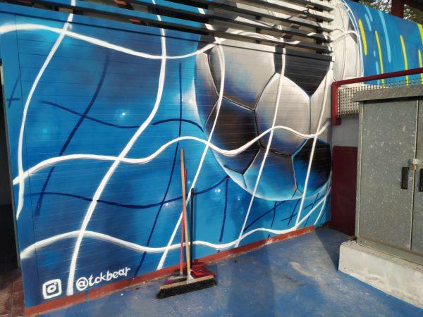 balón de fútbol hundiendo la red de la portería... espectacular volumen